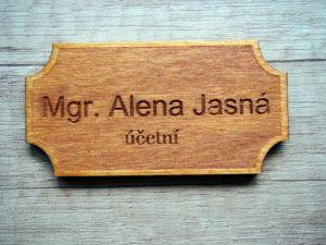 Dřevěná cedulka na dveře 8x4cm s vlastním textem
