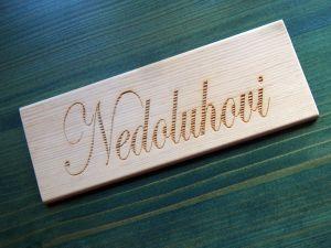Dřevěná cedulka s gravírovaným nápisem 20x7,4cm