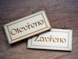 Dřevěná cedule Otevřeno/Zavřeno gravírovaná