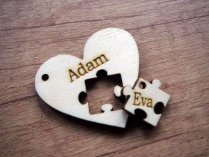 Dřevěná klíčenka pro páry srdce a puzzle