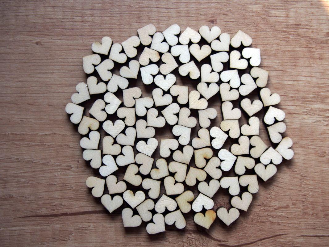 Dřevěná mini srdíčka na vývazky 100ks