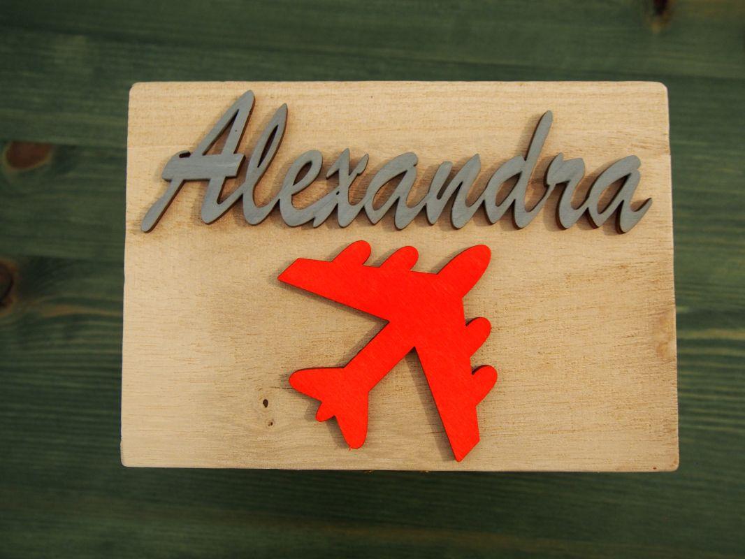 Dřevěná zavírací krabička se jménem a letadlem