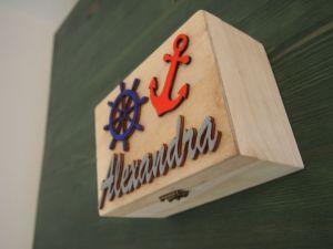 Dřevěná zavírací krabička se jménem námořnická