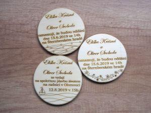 Dřevěné svatební oznámení kulaté