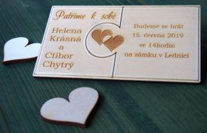 Dřevěné svatební oznámení puzzle spojené