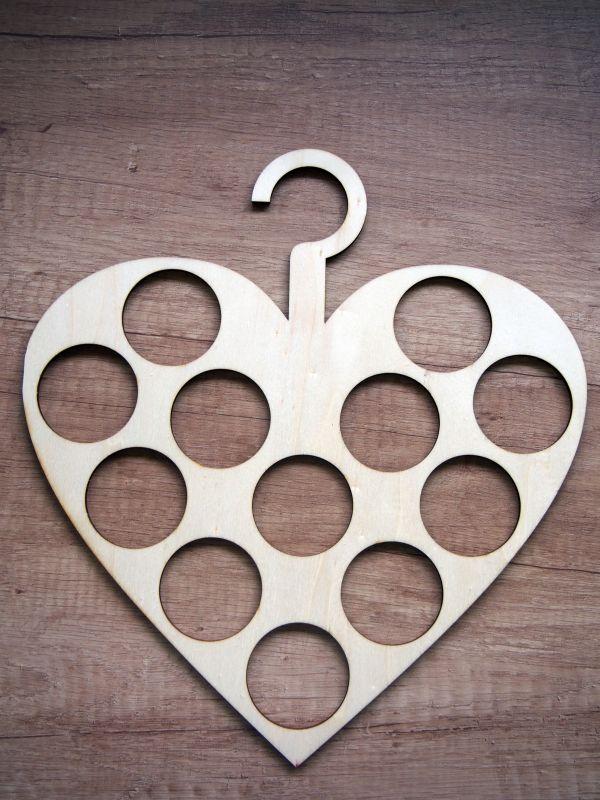 Věšák na šátky srdce dřevěný