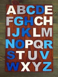 Dřevěná destička s abecedou