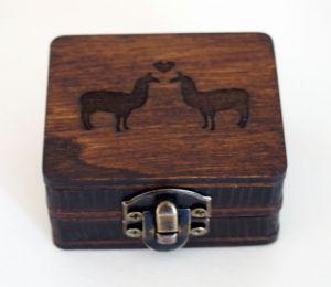 Dřevěná krabička na (zásnubní) prsten