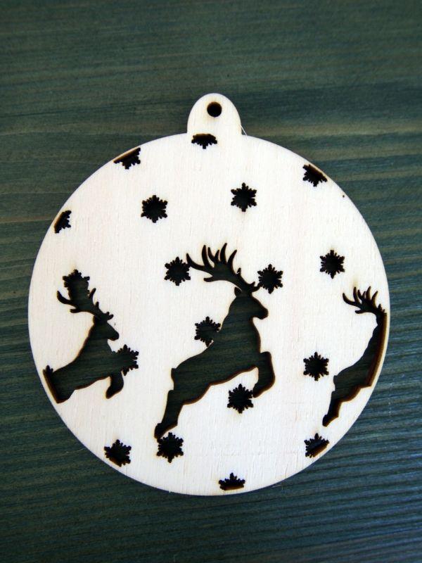 Dřevěná vánoční ozdoba baňka s jeleny