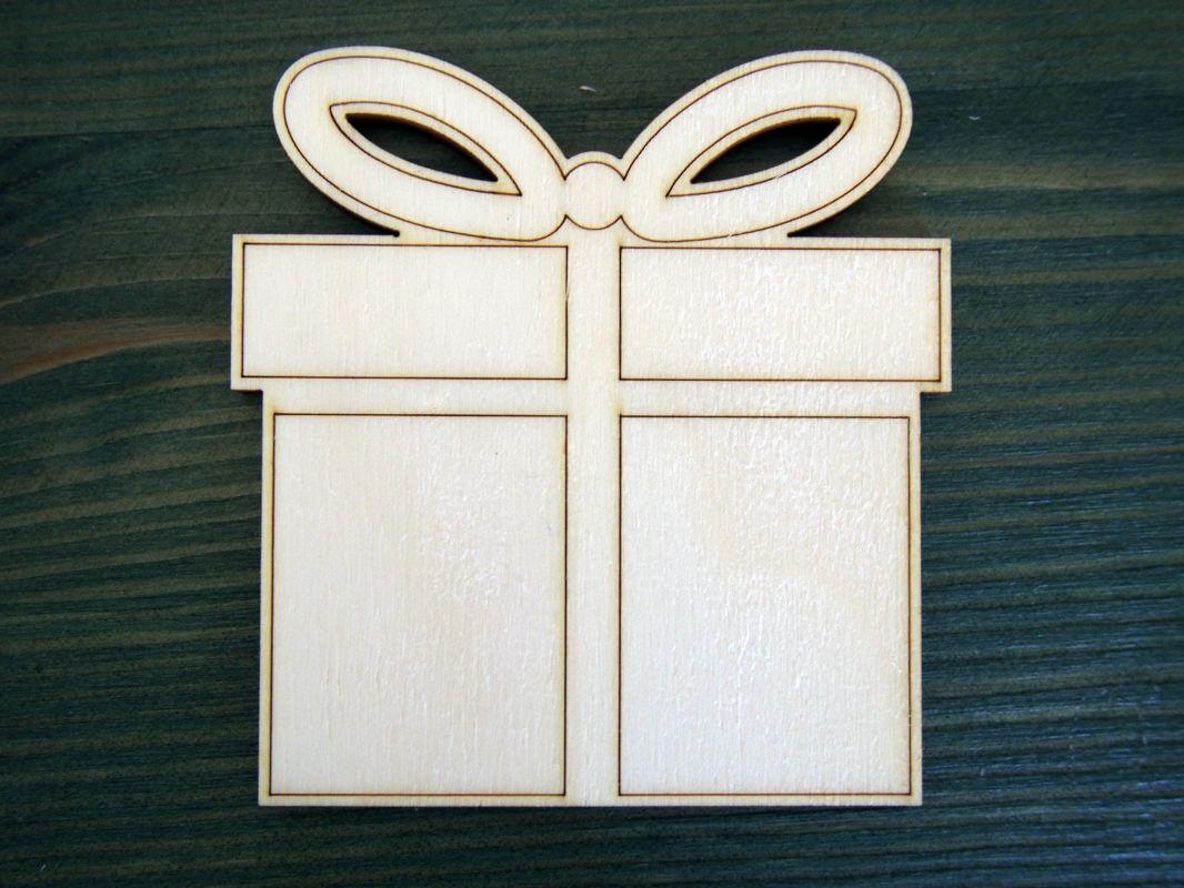 Dřevěná vánoční ozdoba dárek