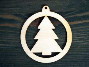 Dřevěná vánoční ozdoba strom v kruhu