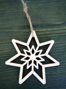Dřevěná vánoční ozdoba vyřezávaná hvězda