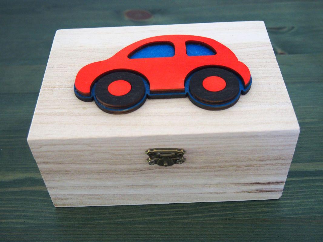 Dřevěná zavírací krabička auto