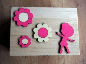 Dřevěná zavírací krabička baletka a květiny