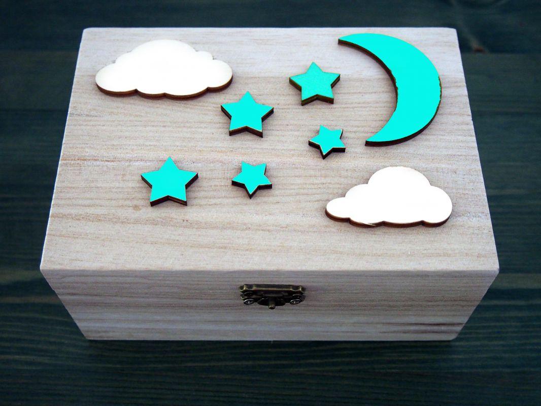 Dřevěná zavírací krabička měsíc a hvězdy