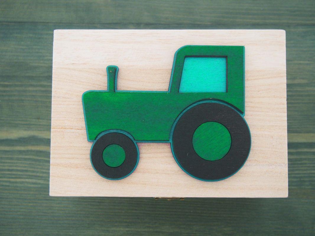 Dřevěná zavírací krabička traktor