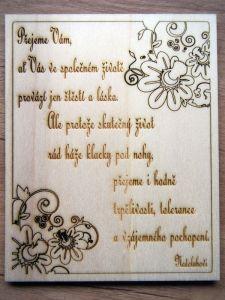 Dřevěné přání novomanželům