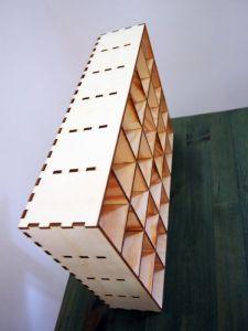 Dřevěný organizér s malými přihrádkami