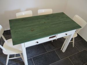 Jídelní stůl renovovaný