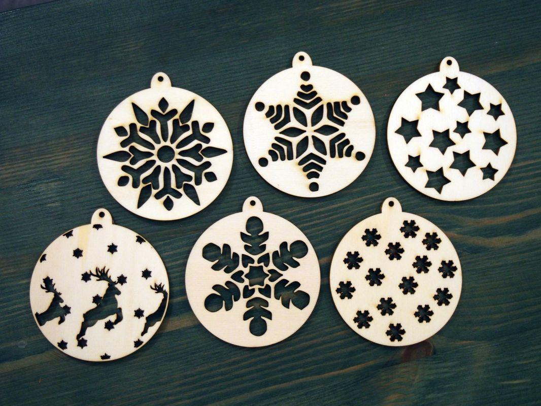 Sada 6ks dřevěných vánočních ozdob s výřezy