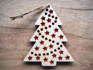 Vánoční ozdoba, stromek s barevnými detaily | červený, fialový, modrý, tyrkys, zelený, žlutý