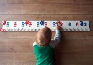 Dětský dřevěný metr na zeď námořnický