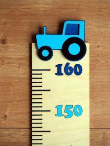 Dětský dřevěný metr na zeď s traktorem