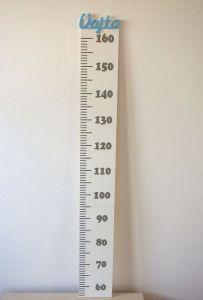 Dětský dřevěný metr na zeď se jménem