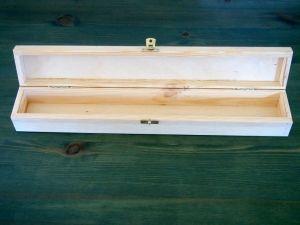 Dlouhá dřevěná krabička na křestní svíci