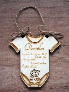 Dřevěná dekorace s porodními údaji miminka