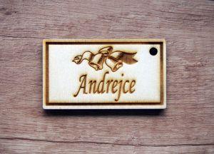 Dřevěná jmenovka na dárky gravírovaná na míru