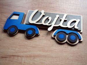 Dřevěná jmenovka náklaďák