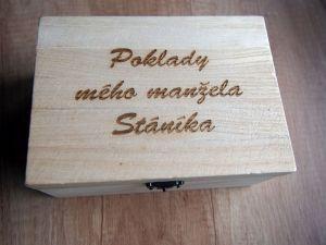 Dřevěná krabička gravírovaná 17.5 x 8 x 12.5 cm