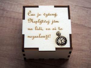 Dřevěná krabička na hodinky