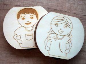 Dřevěná krabička na mléčné zoubky s českými popisky holka/kluk