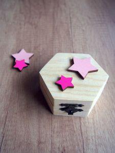 Dřevěná krabička s hvězdičkami