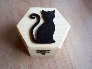 Dřevěná krabička s kočkou