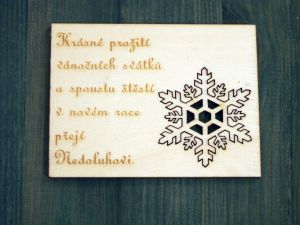 Dřevěné vánoční přání s vločkou