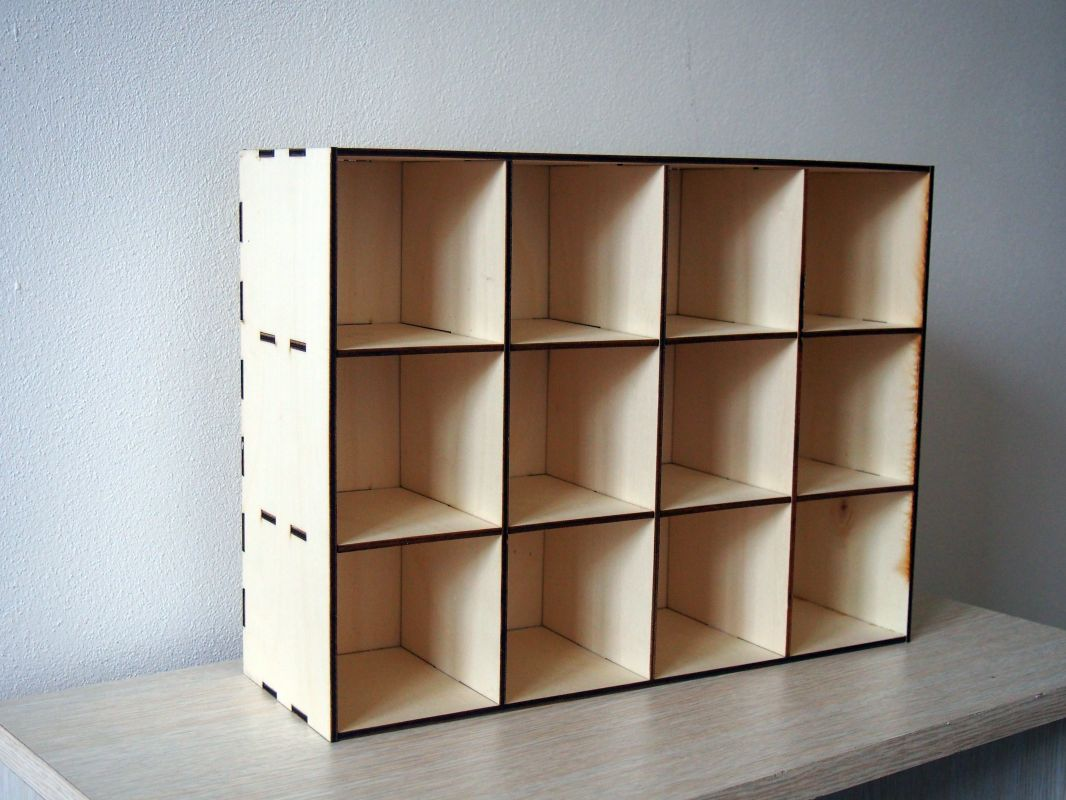 Dřevěný organizér s přihrádkami 9x9x12cm