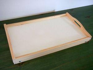 Dřevěný snídaňový tác do postele
