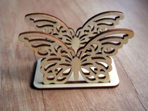 Dřevěný stojánek na ubrousky motýl