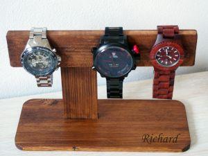 Stojan na hodinky s gravírováním
