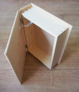 """Dřevěná skříňka """"knížka"""" s gravírováním"""