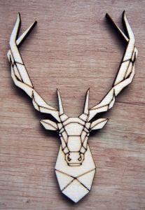 Dřevěná dekorace hlava jelena geometrick