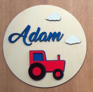 Dřevěná dekorace kruhová s traktorem a jménem