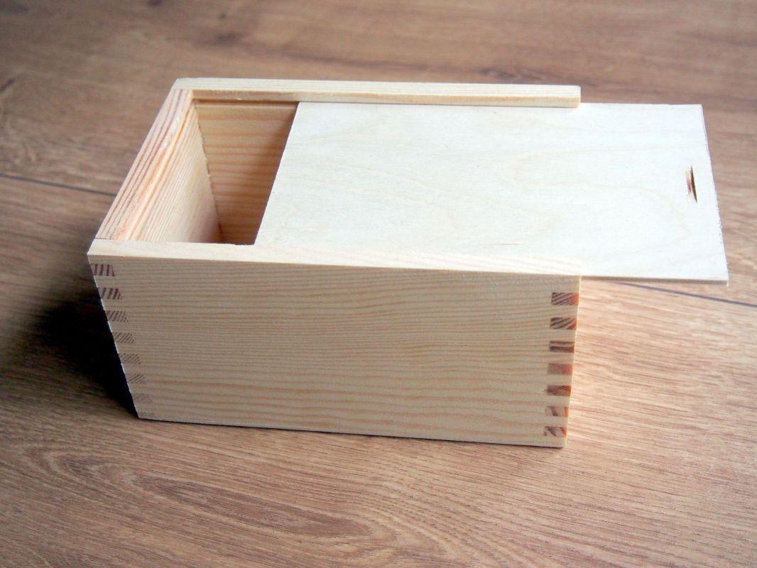 Dřevěná krabička se zasunovacím víkem