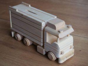 Dřevěná pokladnička náklaďák