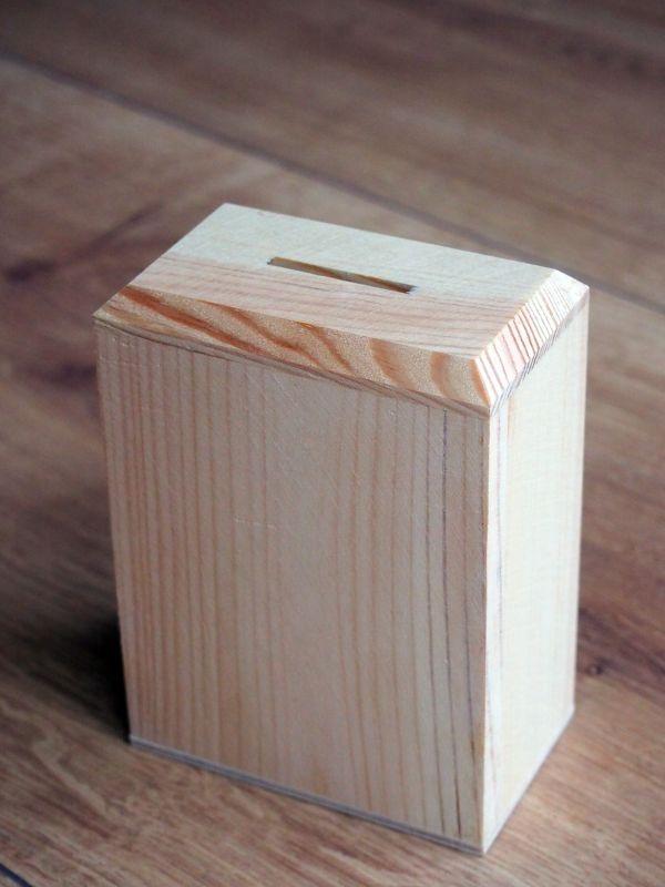 Dřevěná pokladnička uzavřená