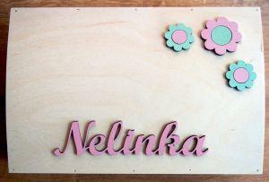 Dřevěná truhlička se jménem a kytičkami