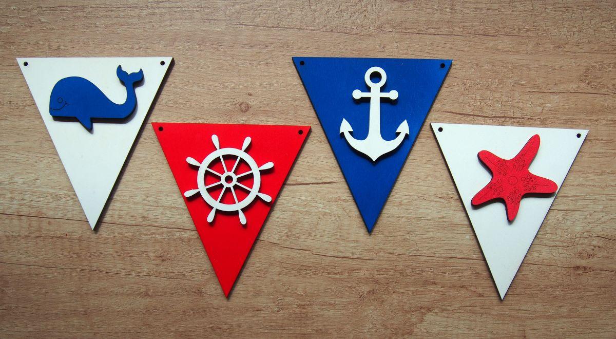 Dřevěná vlaječková girlanda námořnická